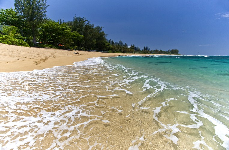Kauai Beachfront Rentals + Hawaii Airfare Sale