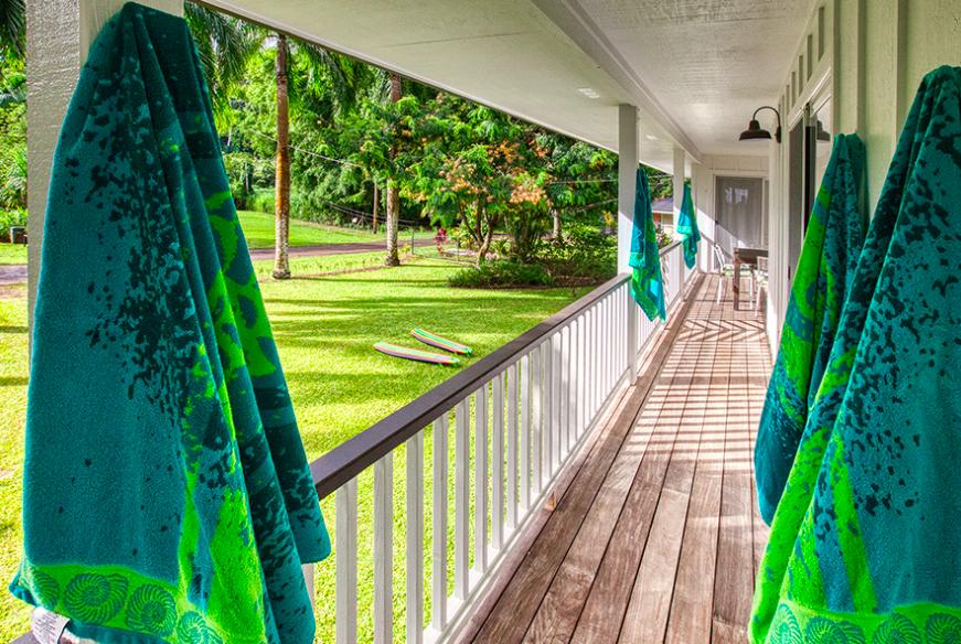 Kalihiwai Beach House rental covered lanai