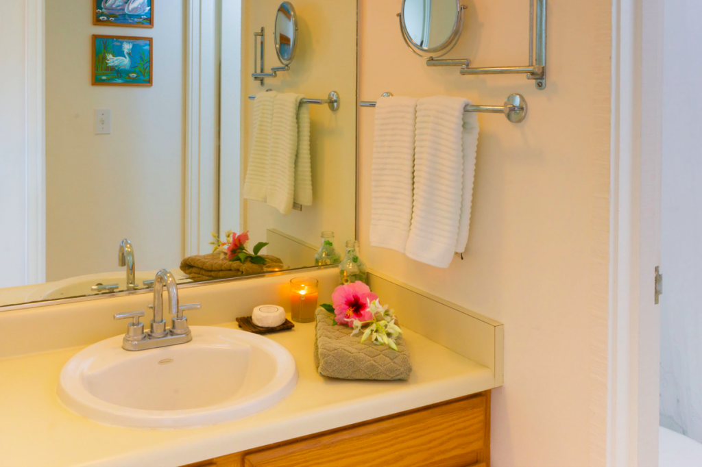 Kekua Princeville Vacation Rental bathroom