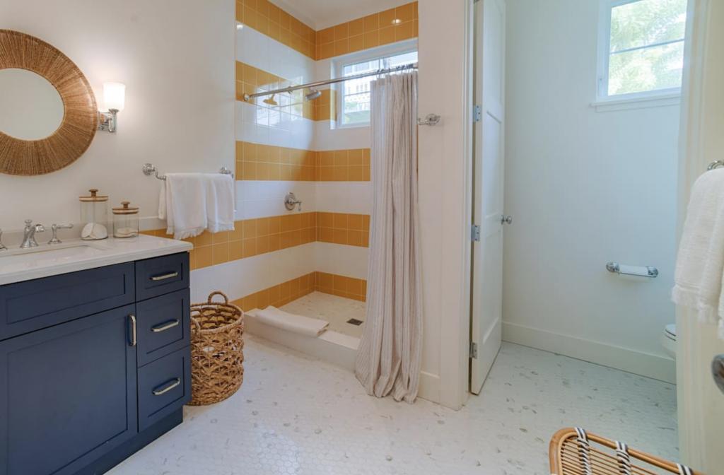 Makana Pool House Princeville bathroom