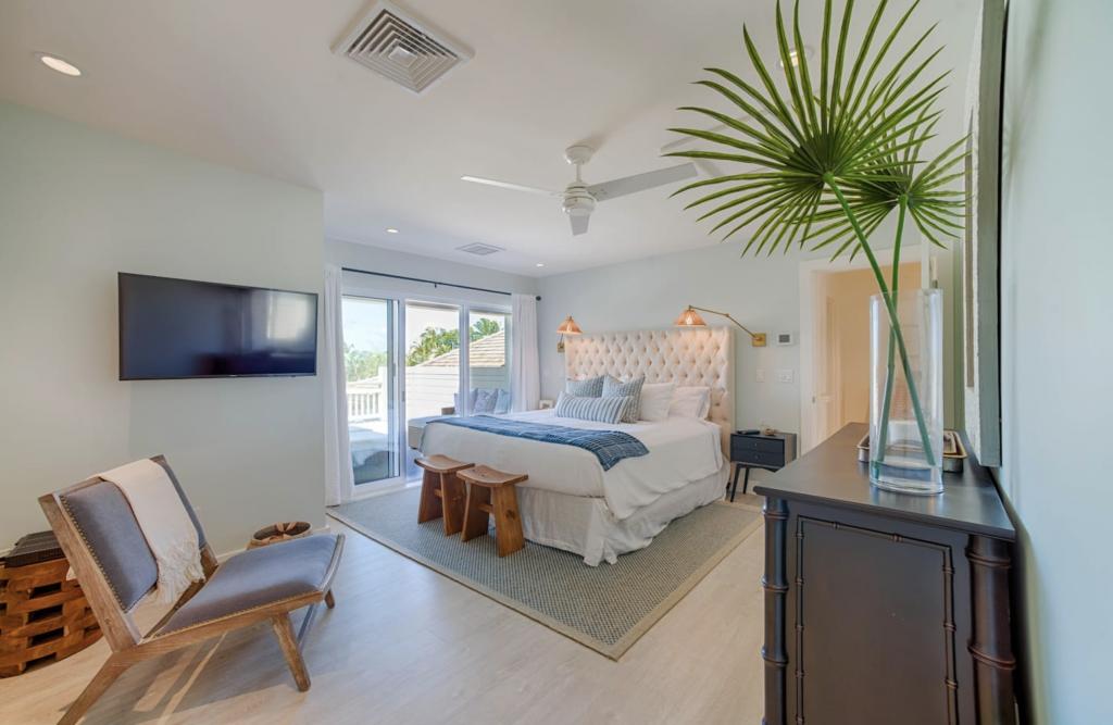 Makana Pool House Princeville master bedroom