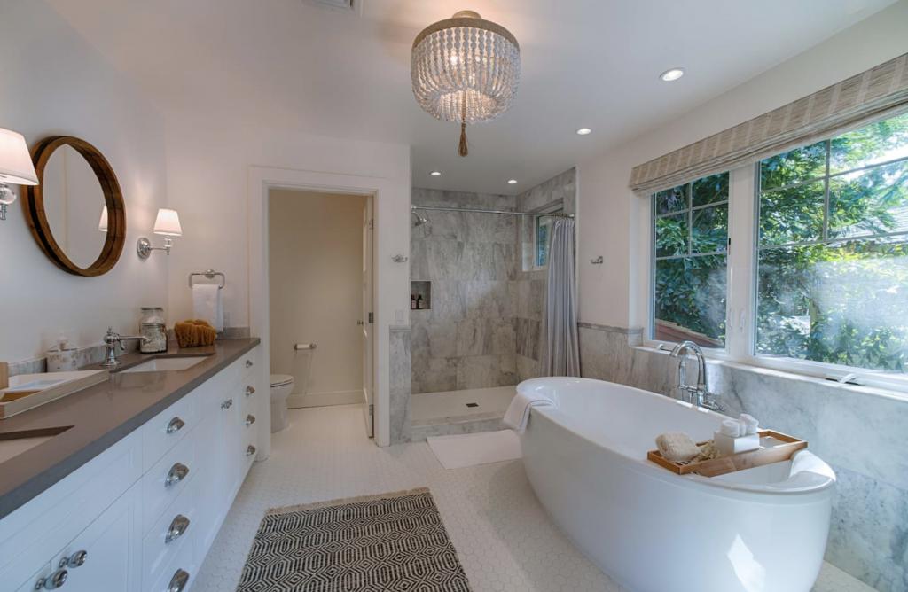 Makana Pool House Princeville master bathroom