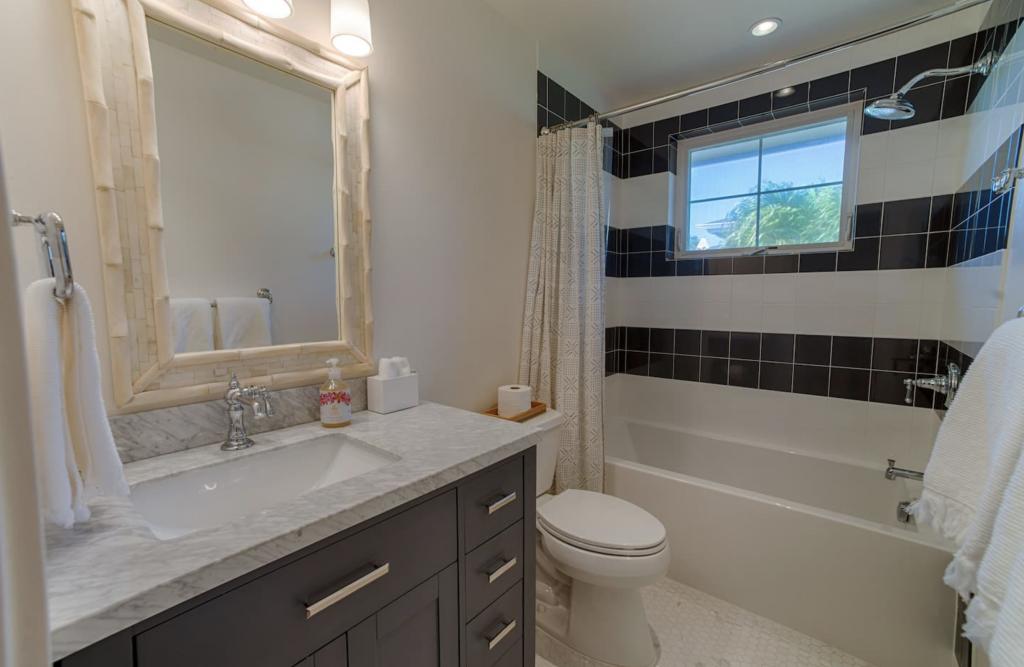 Makana Pool House Princeville guest bathroom