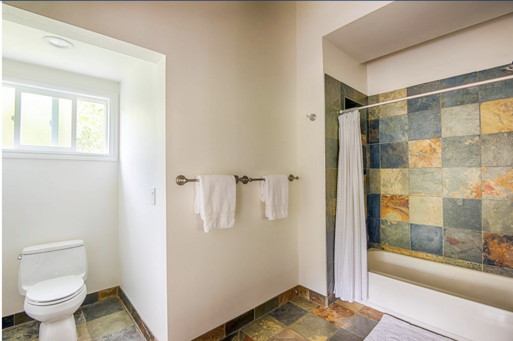 Hale Kauai Haena bathroom