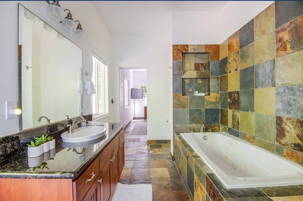 Hale Kauai Haena master bathroom